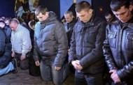 Cảnh Sát Ukraine Quỳ Gối Xin Lỗi Nhân Dân: Bài Học Cho Công An Việt Nam
