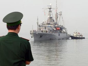 2014 MAY 17 Quân hạm Mỹ USNS Safeguard (T-ARS 50).300