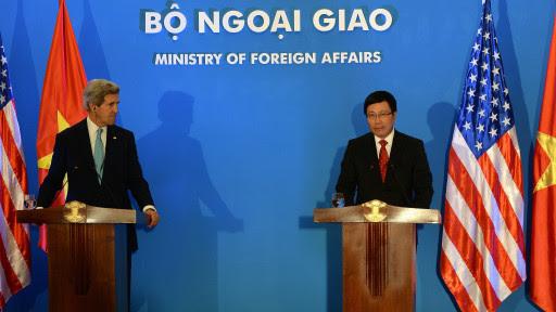 2014 MAY 29 John Kerry Mời Phạm Bình Minh