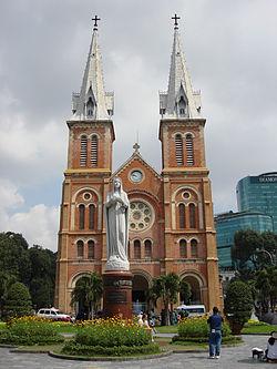 2015 APR 3 Saigon_Notre-Dame_Basilica_(4607355479).jpg 2600