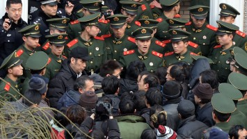 2016 APR 5 china-labor-protest-2-super-169
