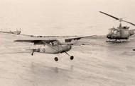 Tình Người Của Mỹ Trong Biến Cố 30-4-75: Thiếu tá phi công VNCH Lý Bửng lái L19 đáp xuống HKMH USS Midway